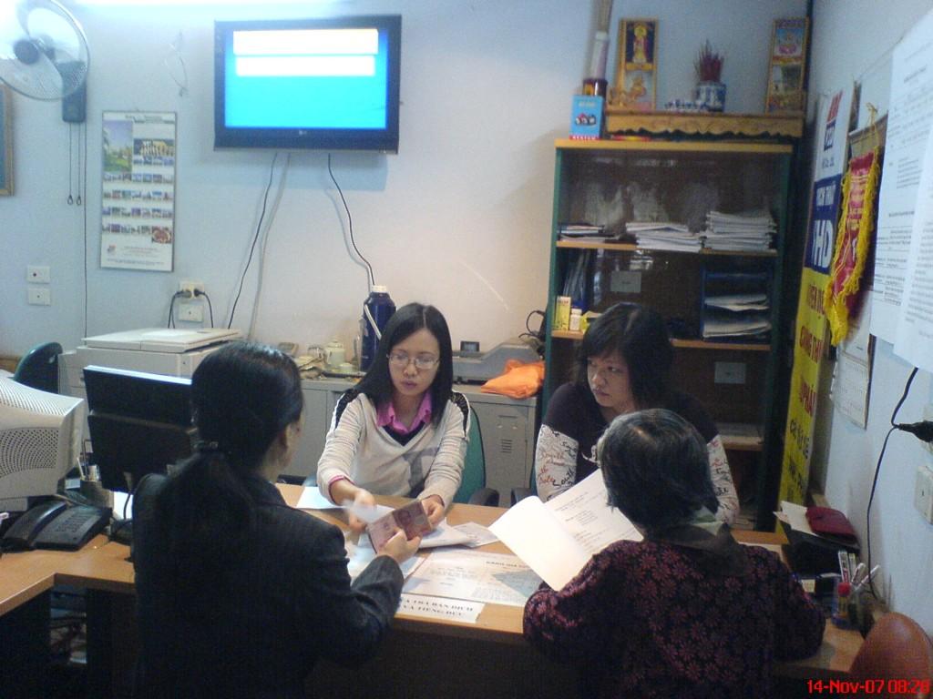 Tiếp-khách-hàng-1024x768 Dịch thuật công chứng tiếng Anh dịch thuật công chứng uy tín chất lượng VHD Hà Nội